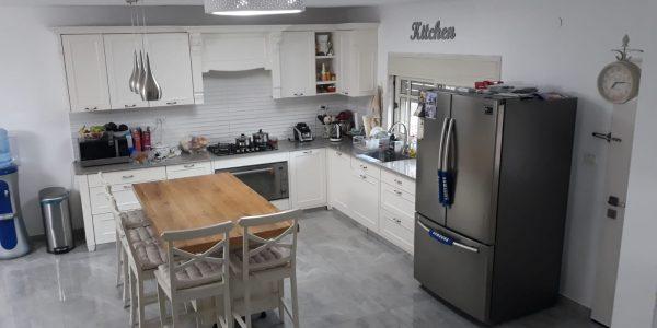 Kitchen | Semi-Attached Cottage on HaTapuach Street, Beit Shemesh